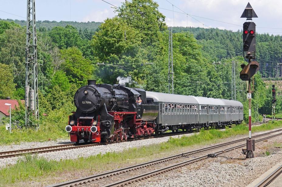 steam-locomotive-2155252_1280